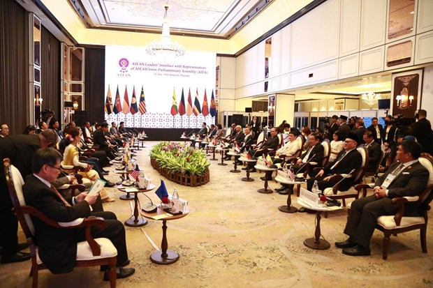 ASEAN leaders meet representatives of AIPA, ASEAN-BAC, ASEAN Youth hinh anh 1