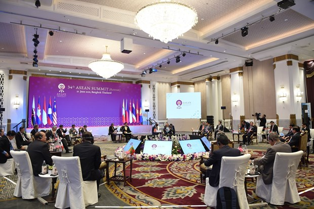 ASEAN leaders talk global, regional issues at retreat session hinh anh 1