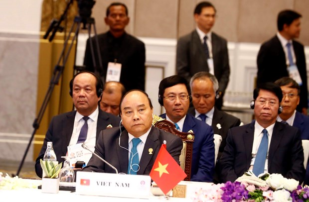 Vietnam ready to join in building strong, resilient ASEAN: PM hinh anh 1