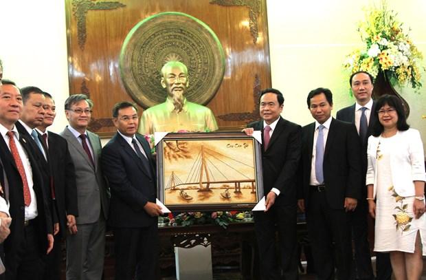 Front leader hosts Lao Front for National Construction delegation hinh anh 1