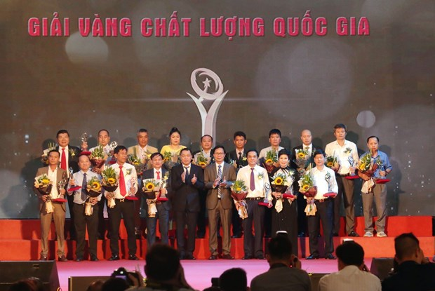 National quality awards presented to 75 businesses hinh anh 1