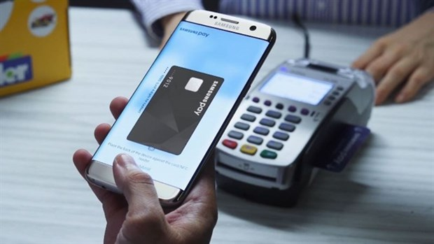 Cashless payment remains low in Vietnam: CIEM hinh anh 1
