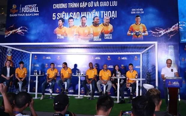 Vietnamese fans meet football legends in HCM City hinh anh 1