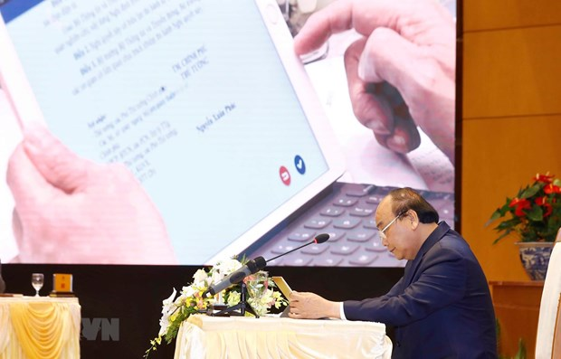 PM chairs first gov't meeting via e-Cabinet system hinh anh 1