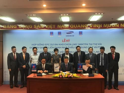 Contracts inked to step up gas, power projects in southern region hinh anh 1