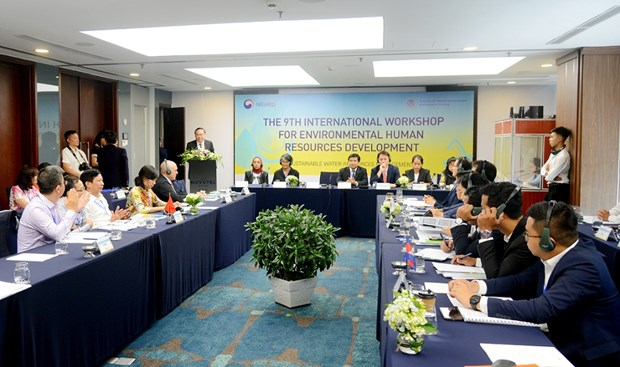 Conference talks environment personnel development hinh anh 1