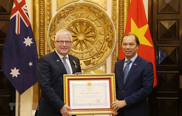 Friendship Order bestowed upon Australian Ambassador hinh anh 1