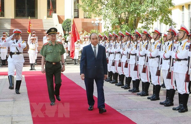 PM assigns tasks for public security forces in next six months hinh anh 1