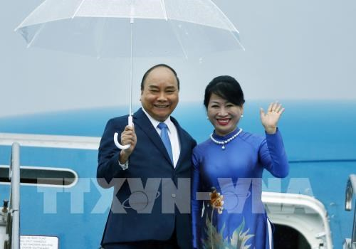 PM Nguyen Xuan Phuc arrives in Japan hinh anh 1