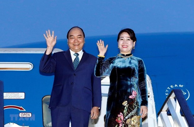 PM leaves for Osaka to attend G20 summit, visit Japan hinh anh 1