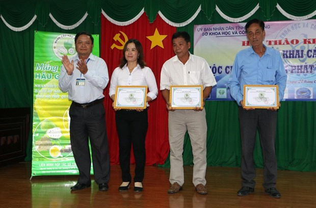 Hau Giang's soursop gets trademark registration certificate hinh anh 1
