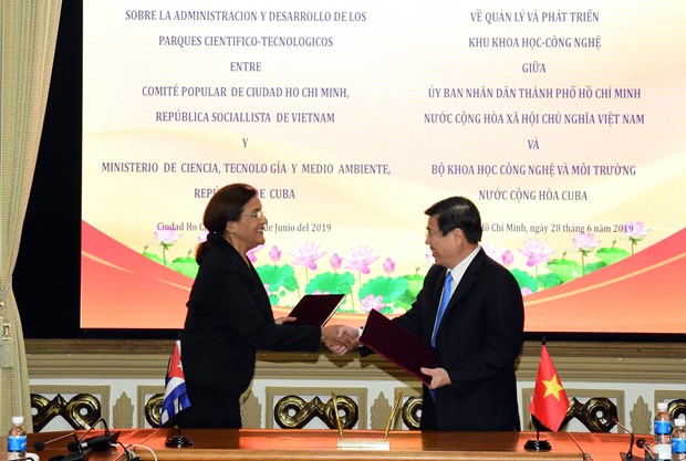 HCM City signs deal with Cuba on science-technology cooperation hinh anh 1