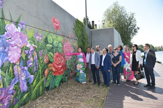 Mural inaugurated to celebrate Vietnam-France friendship hinh anh 1