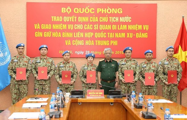 Seven more Vietnamese officers join UN peacekeeping mission hinh anh 1