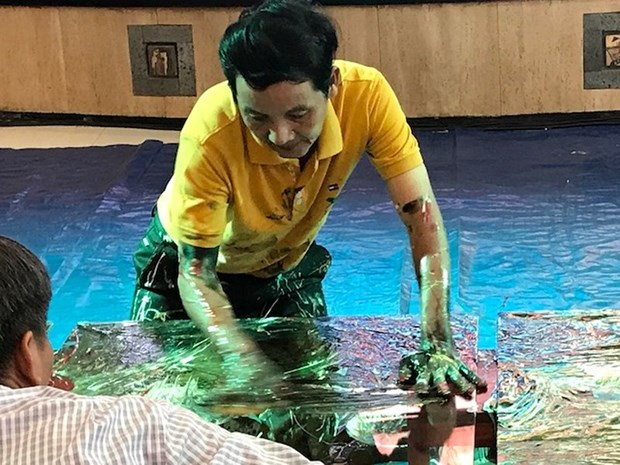 Finger drawing painter receives Worldkings' recognition hinh anh 1