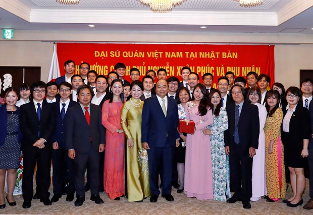 Prime Minister meets Vietnamese community in Japan hinh anh 1
