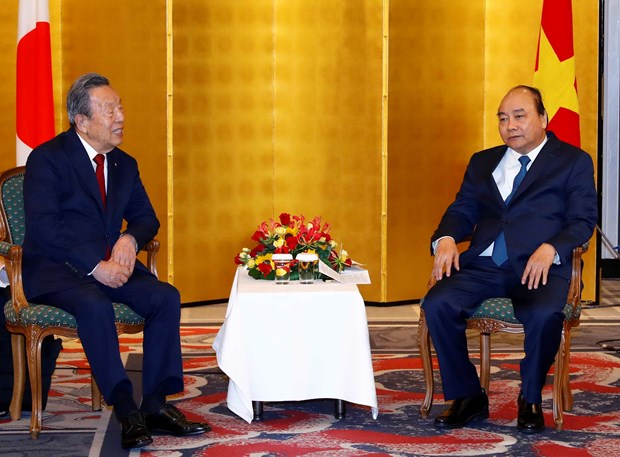 PM meets with leaders of Japanese conglomerates hinh anh 2