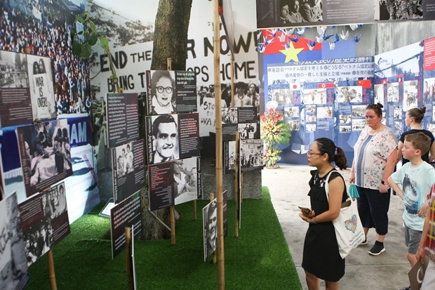 Hanoi exhibition tells stories of peace hinh anh 1