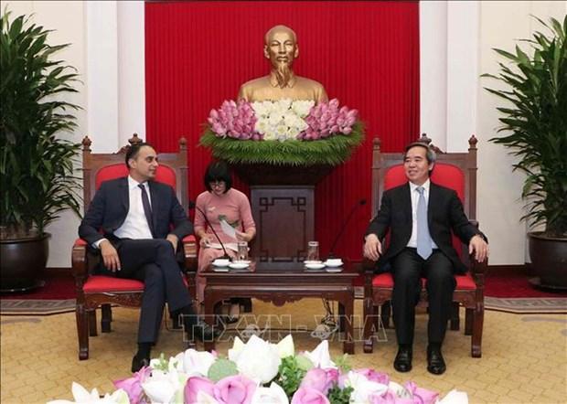 Politburo member Nguyen Van Binh meets ADB Vice President hinh anh 1