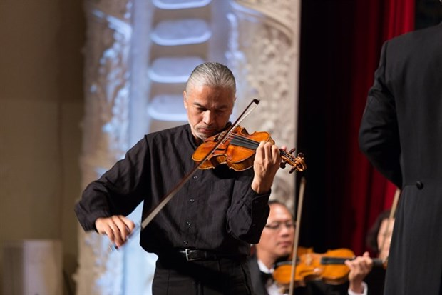 Violinist Stephane Tran Ngoc to perform in HCM City hinh anh 1