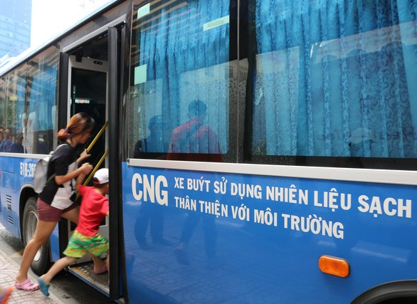 HCM City's eco-friendly buses face fuel shortage hinh anh 1