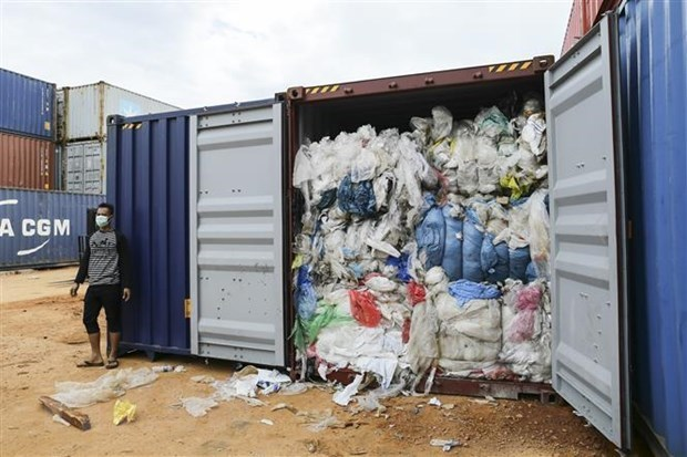 Indonesia to return 49 containers of waste to developed countries hinh anh 1