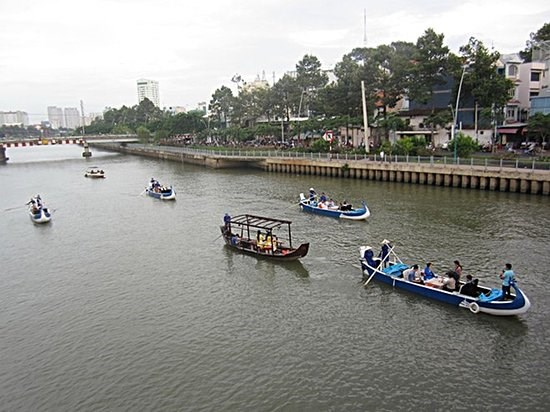 Boat tours in HCM City lack passengers hinh anh 1