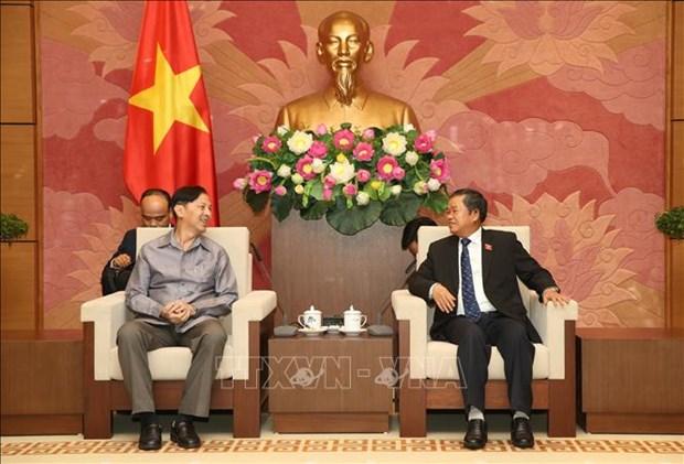 NA leader hosts delegation of Lao NA's Institute of Legislative Studies hinh anh 1