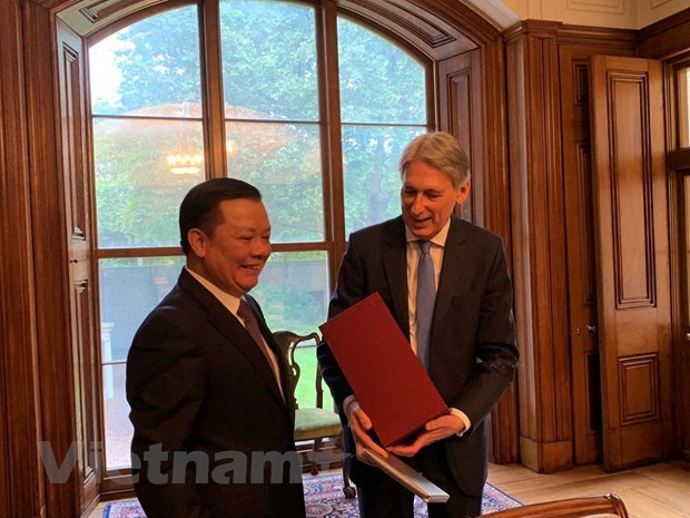 Vietnam, UK share experience in financial field hinh anh 1