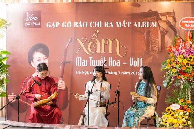 Singer makes debut album of xam music hinh anh 1