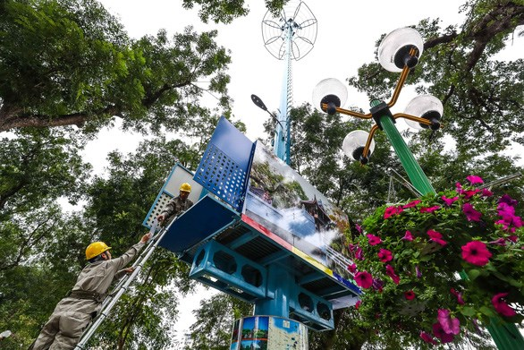 Three telecom providers licensed to trial 5G hinh anh 1