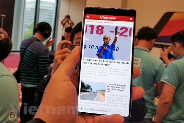 Made-in-Vietnam smartphone makes debut in Myanmar hinh anh 1