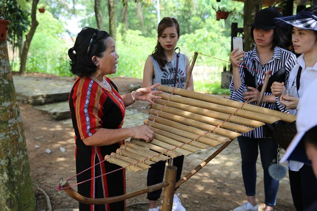 Ethnic minority people introduce Vietnam's unique culture hinh anh 3