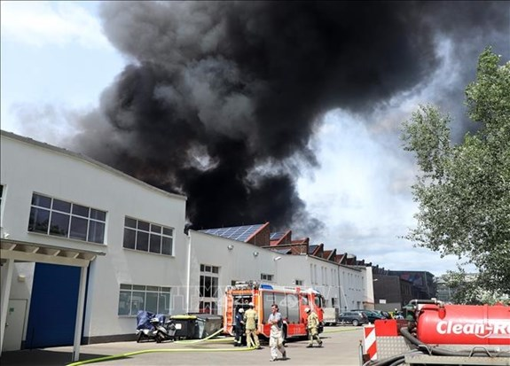 Fire put out at Vietnamese market in Berlin hinh anh 1