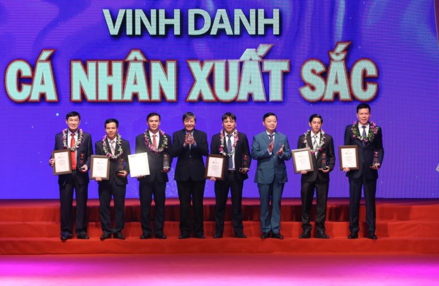 19 organisations, individuals honoured at Vietnam Glory programme hinh anh 1