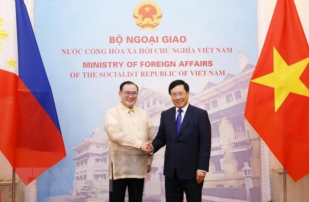 Vietnamese, Philippine foreign ministers hold talks hinh anh 1