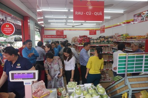 VISSAN opens new convenience food shop in HCM City hinh anh 1