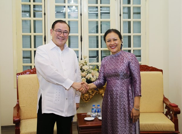 VUFO President meets with Philippine Foreign Minister hinh anh 1