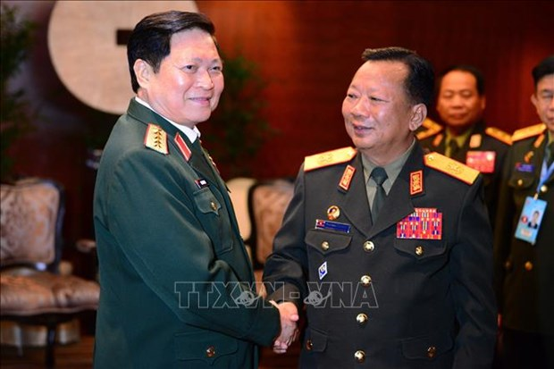 Defence minister affirms ties with Laos hinh anh 1