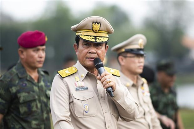 Thailand's junta chief orders end to army rule hinh anh 1