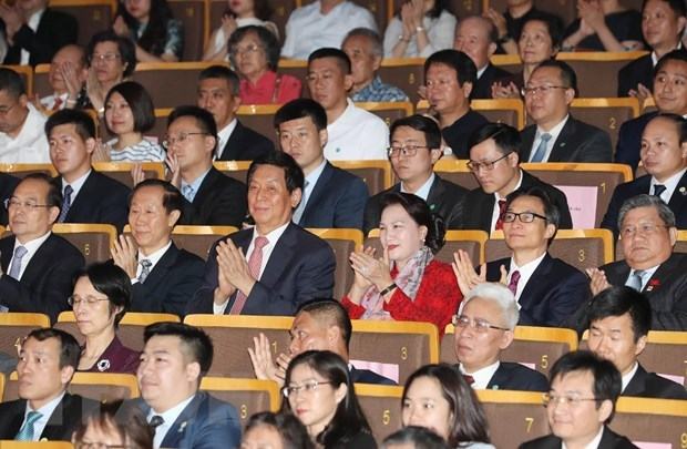 Top legislator attends art performance honouring Vietnam-China ties hinh anh 1