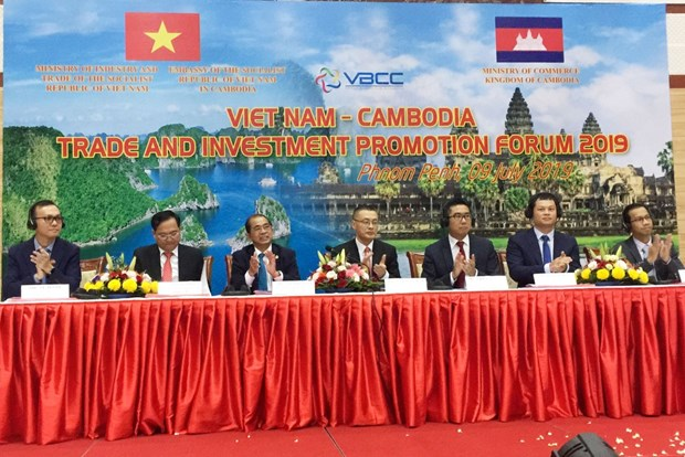 Vietnam, Cambodia hold trade, investment promotion forum hinh anh 1