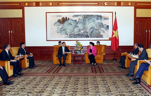 Top legislator meets Chinese businesspeople in Beijing hinh anh 1