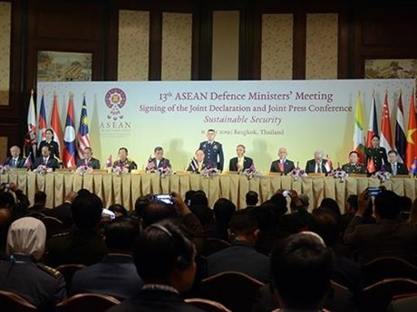 13th ADMM issues declaration on sustainable security hinh anh 1