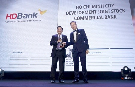 Four banks listed among best places to work for in Asia hinh anh 1