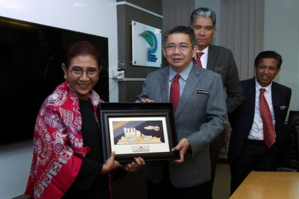 Malaysia, Indonesia collaborate in coping with illegal fishing hinh anh 1