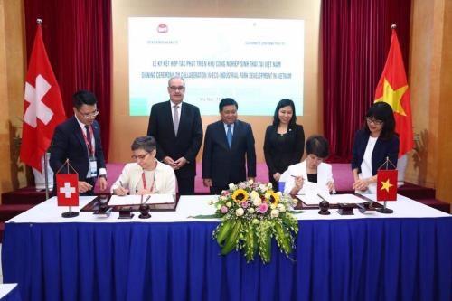 Switzerland helps Vietnam develop eco-industrial parks hinh anh 1