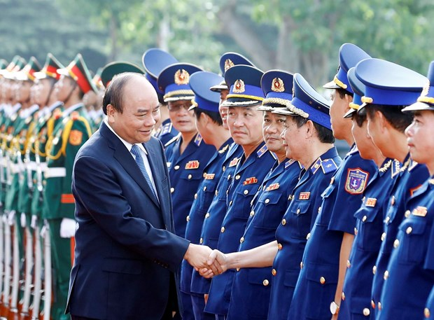 Coast guards bear heavy but glorious responsibility: PM hinh anh 1