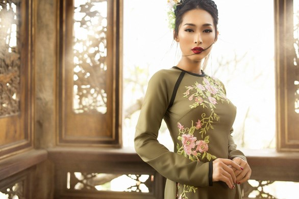 Vietnamese designer to unveil newest 'ao dai' creations in Canada hinh anh 1