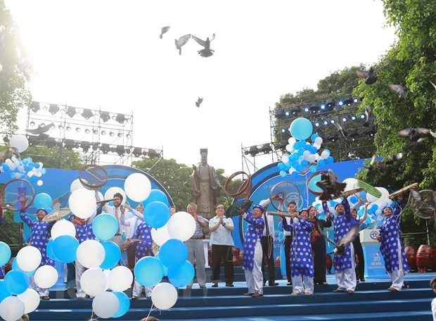 Ceremony marks 20 years of Hanoi receiving 'City for Peace' title hinh anh 1